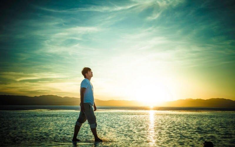 Passeggiare al mare