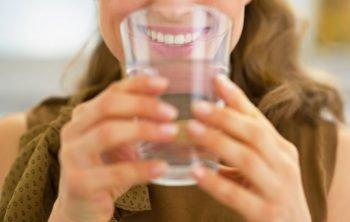 benefici bere acqua