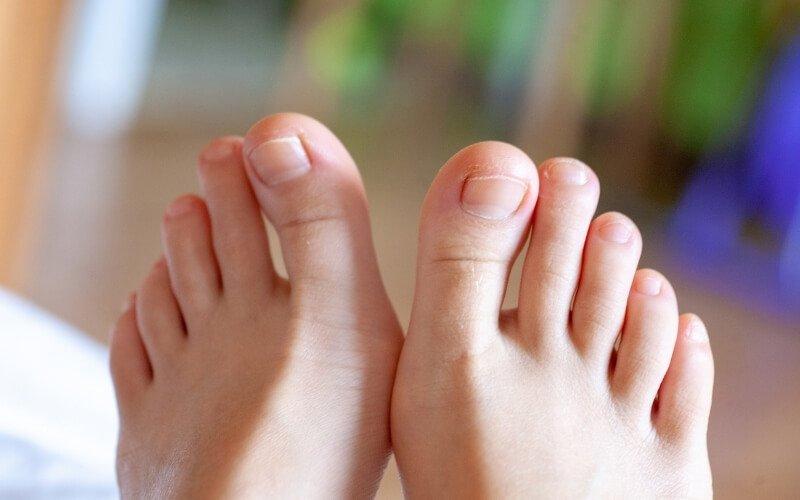 Alzare le dita dei piedi