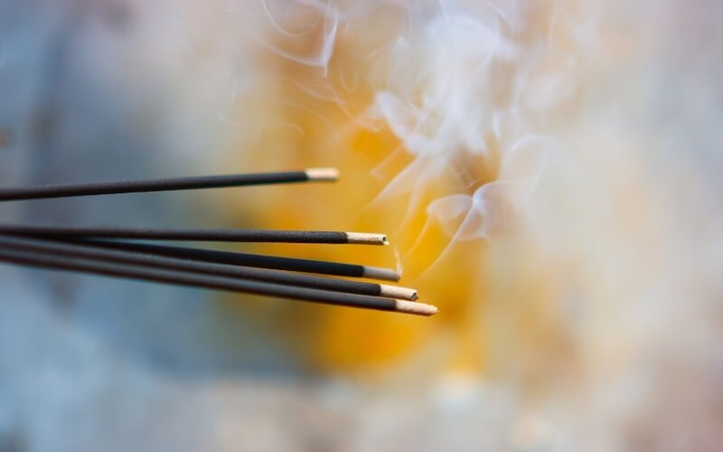 bruciare incenso