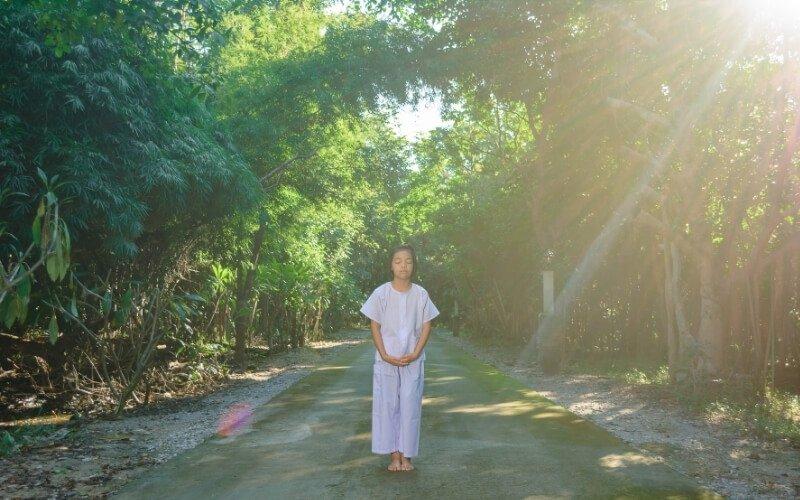 Come si pratica la meditazione camminata