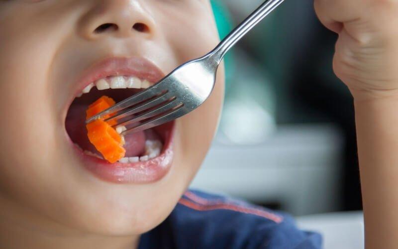 bambini problemi col cibo