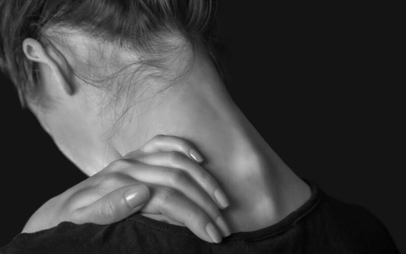 Automassaggio della zona cervicale