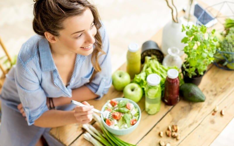 Gli alimenti consigliati e sconsigliati a stomaco vuoto